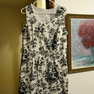 Cherokee lined black/white flowered sheath size 14